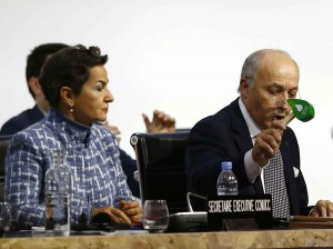 2048x1536-fit_christiana-figueres-responsable-climat-onu-laurent-fabius-12-decembre-2015-bourget-ministre-affaires-etrangeres-abat-maillet-declarer-adoption-accord-